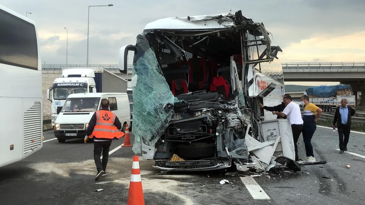 Anadolu Otoyolu'nda yolcu otobüsleri kaza yaptı: 8 yaralı
