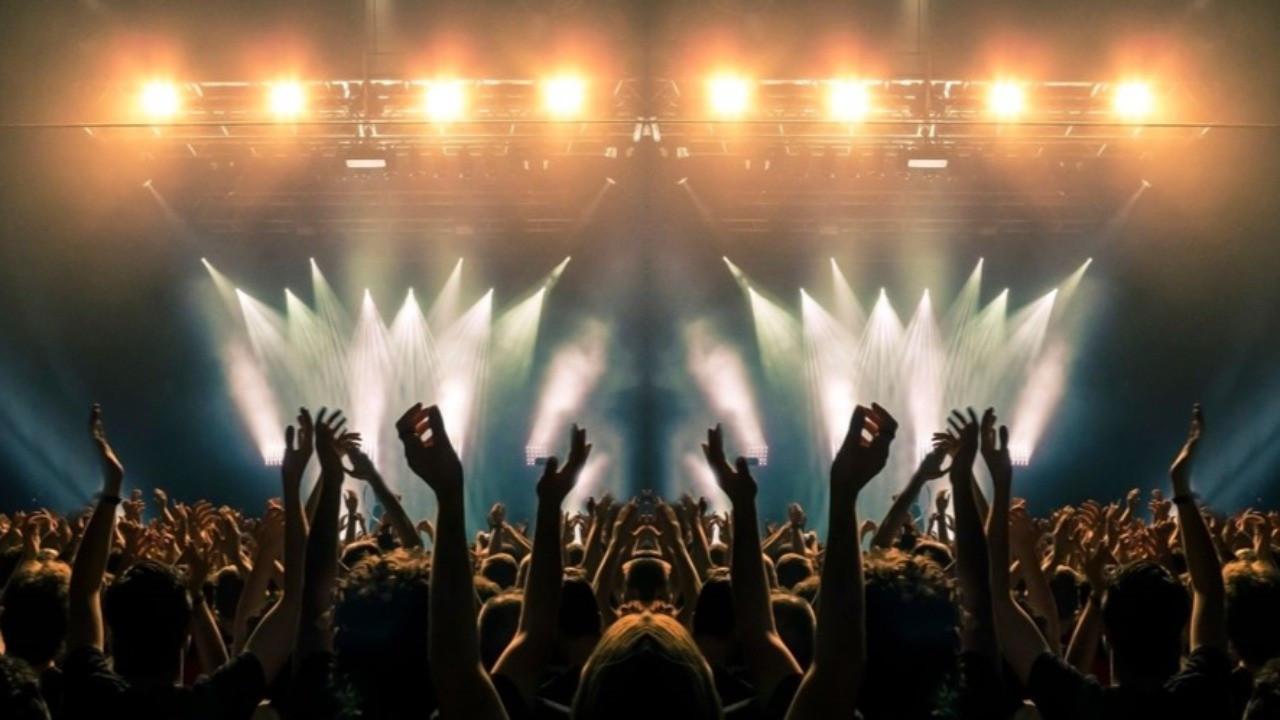 Konser biletleri aşı olana 18, olmayana bin dolar