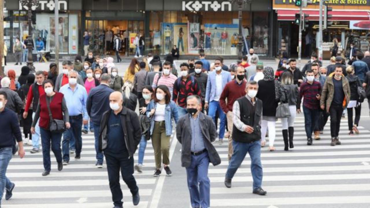 Prof. İlhan: Açık alanda maske zorunluluğu kalkabilir