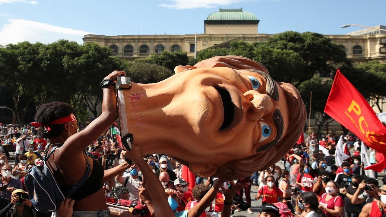 Brezilya Bolsonaro'ya karşı ayakta: 'Hükümeti virüsten daha tehlikeli'