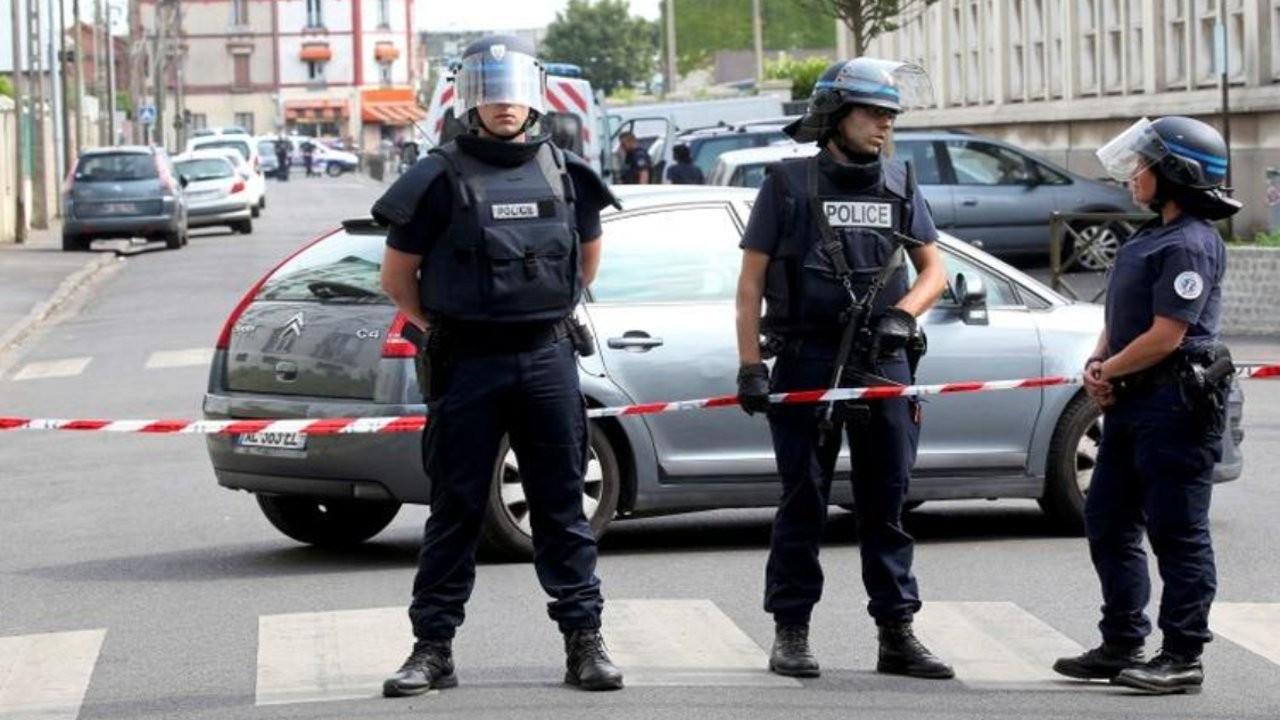 Fransa'nın güneyinde polise ateş açan ağır silahlı eski asker aranıyor