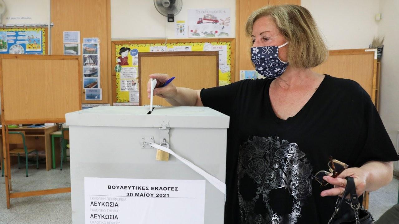 Kıbrıs'ın güneyinde pasaport skandalının gölgesinde seçim yapılıyor