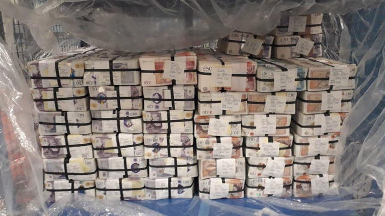 İngiltere'de bir evde 5 milyon sterlin nakit bulundu