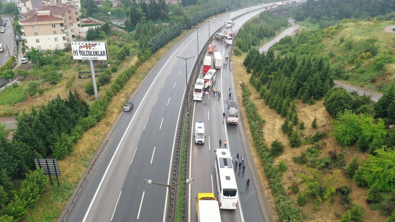 Anadolu Otoyolu'nda 21 araçlık zincirleme kaza: 20 yaralı