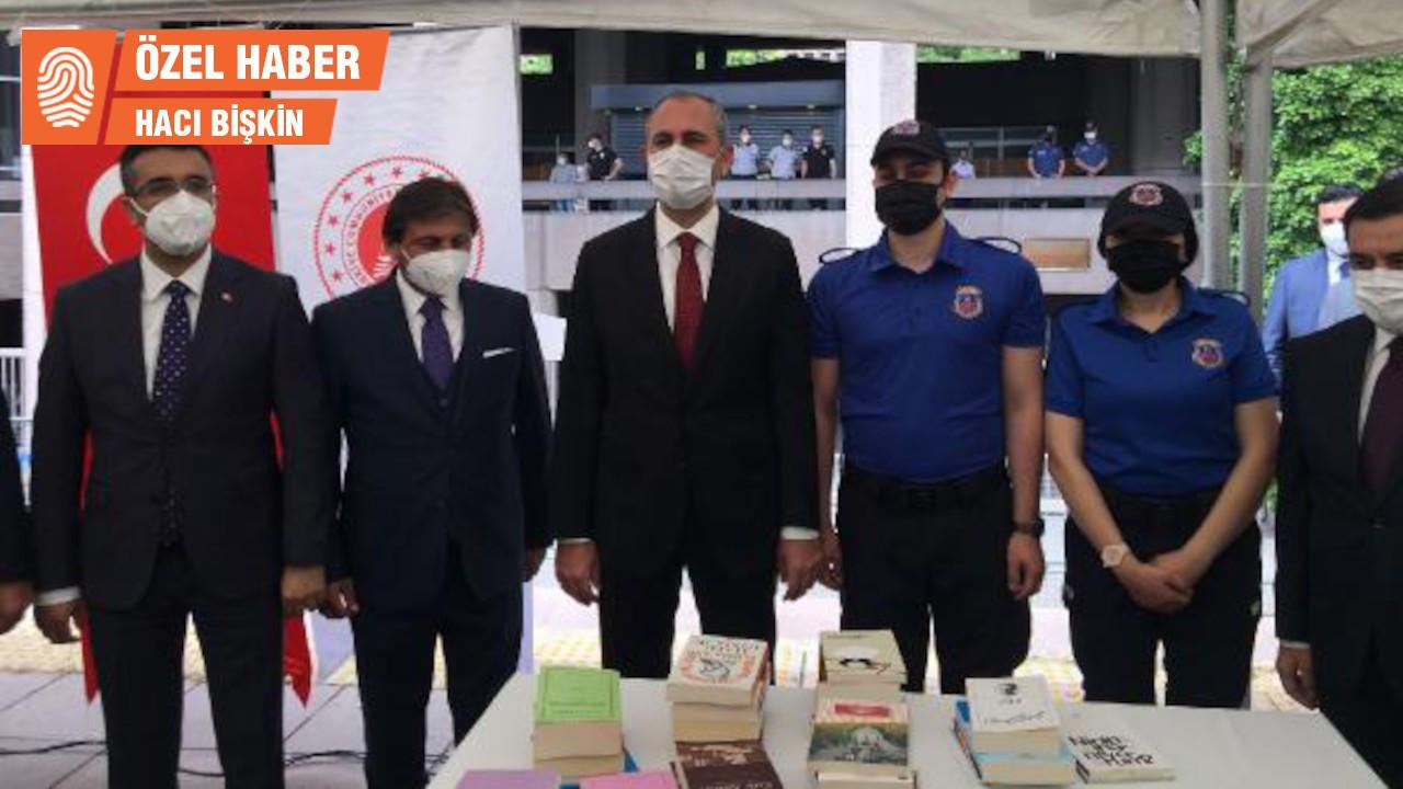 Pek çok kitabın yasaklı olduğu cezaevlerinde kitap kampanyası başladı