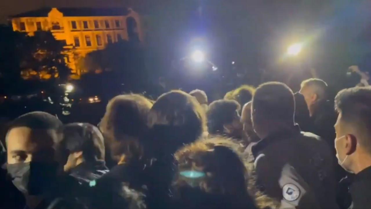 Polis gece yarısı Boğaziçilileri kampusten zorla çıkardı