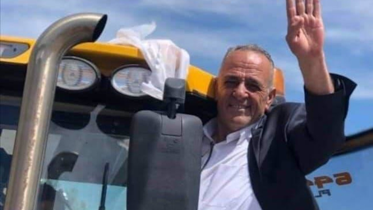 AK Partili belediye başkan adayı TBB'nin hibe ettiği araçla poz verdi