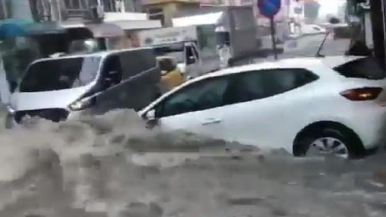 Samsun'da yollar göle döndü, araçlar sürüklendi