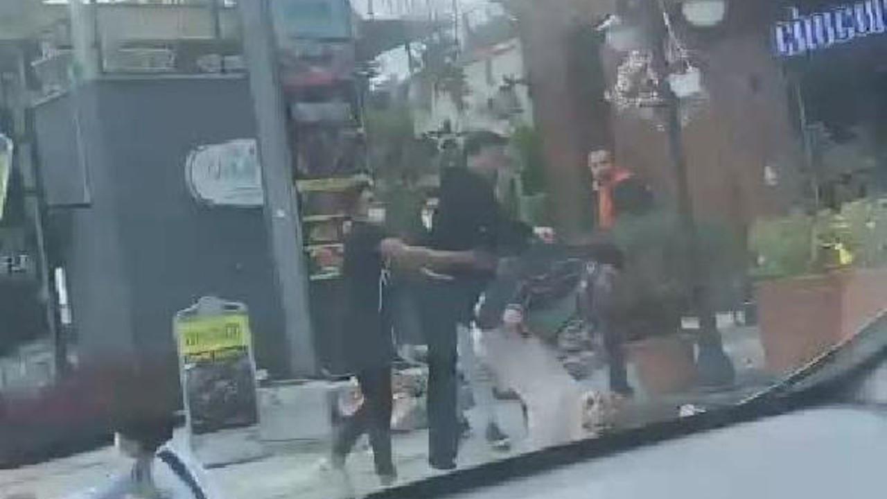 Sokakta eşine saldıran erkeğe dayak