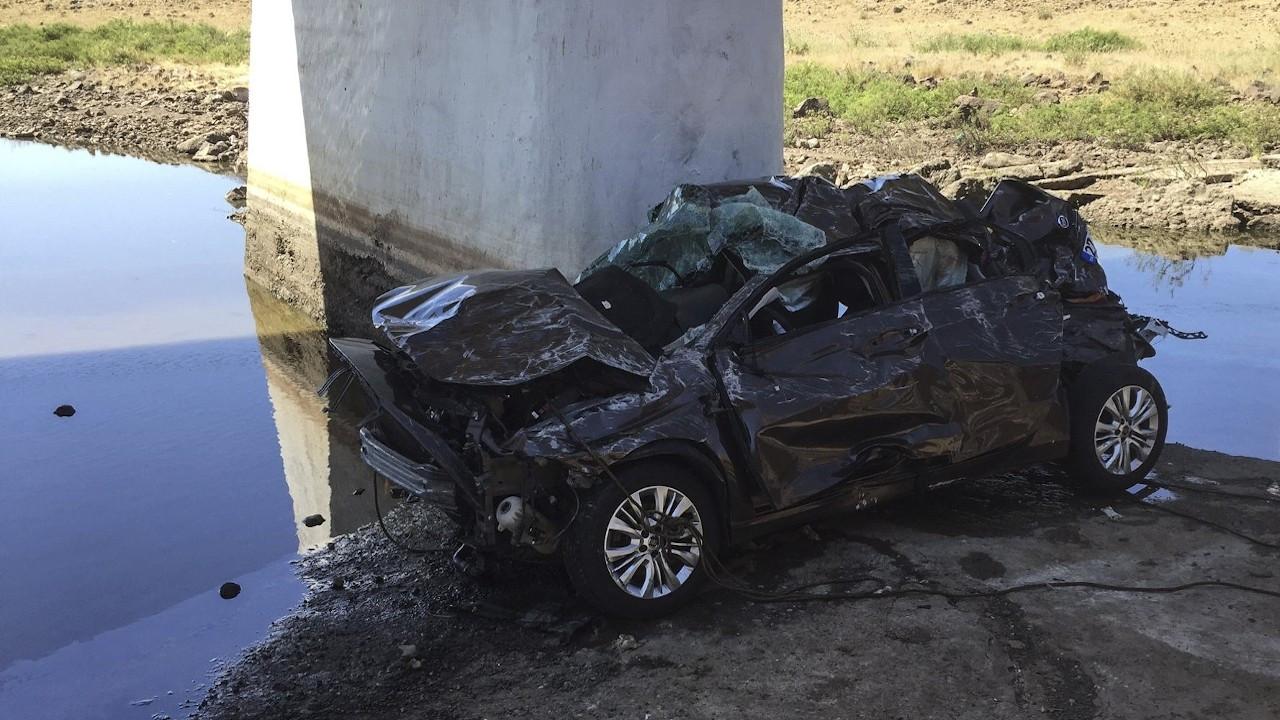 Siverek'te otomobil köprüden dere yatağına uçtu: 5 ölü
