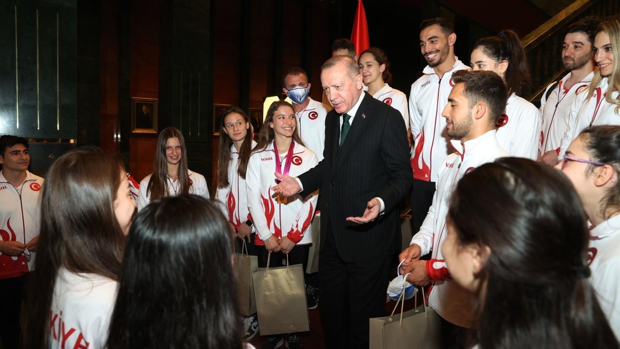 Cumhurbaşkanı Erdoğan'dan cimnastikçilere: Madalyaları çaldırmayın