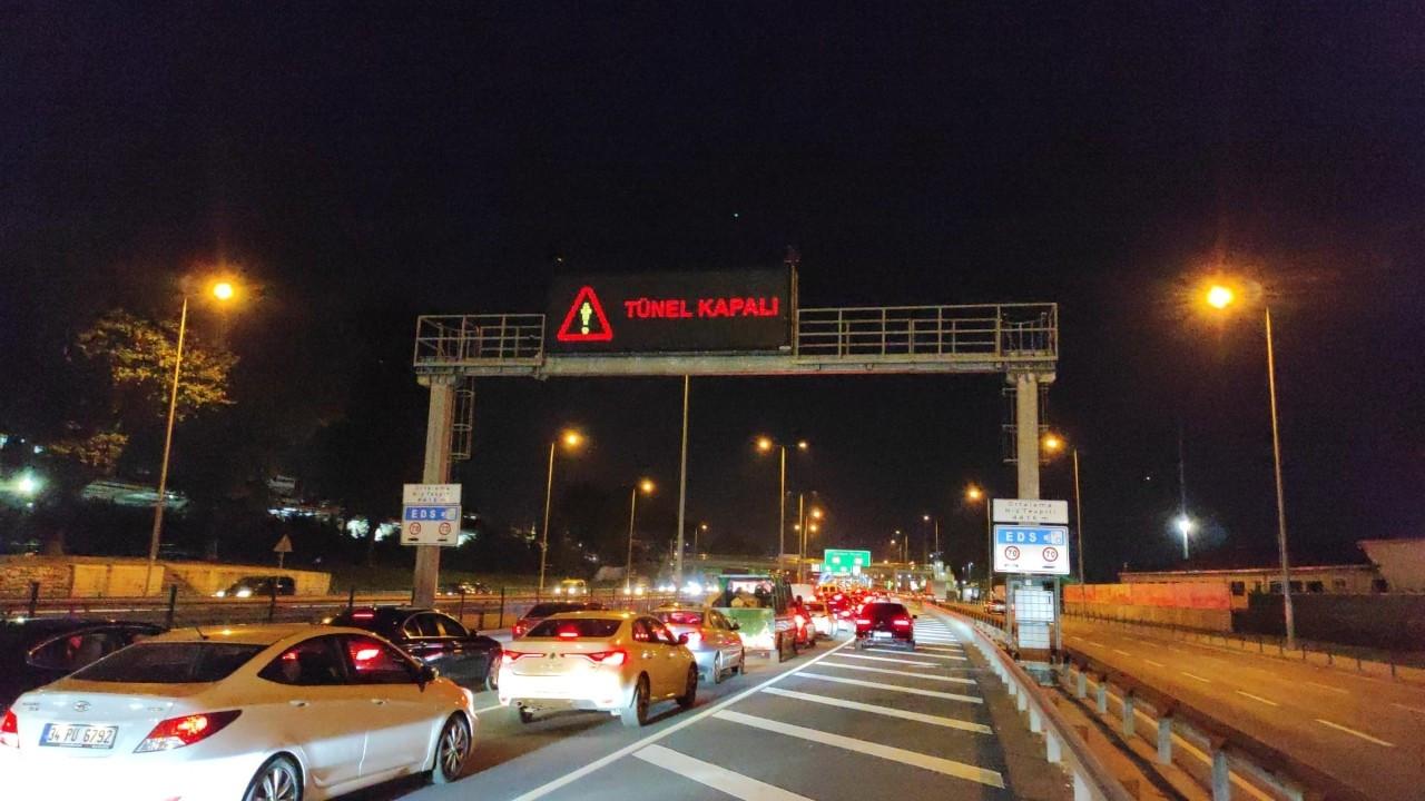 Araç yangını söndürüldü, Avrasya Tüneli trafiğe açıldı