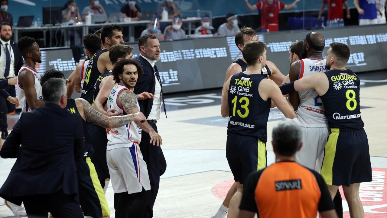 Final serisinde olaylı maç: 5 oyuncu diskalifiye edildi
