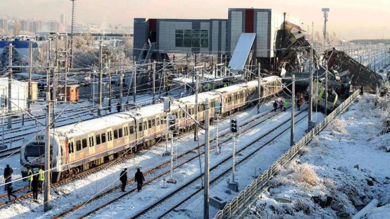 9 kişinin öldüğü hızlı tren kazasında dönemin TCDD Genel Müdürü 'müşteri memnuniyeti' dedi, çalışanları suçladı