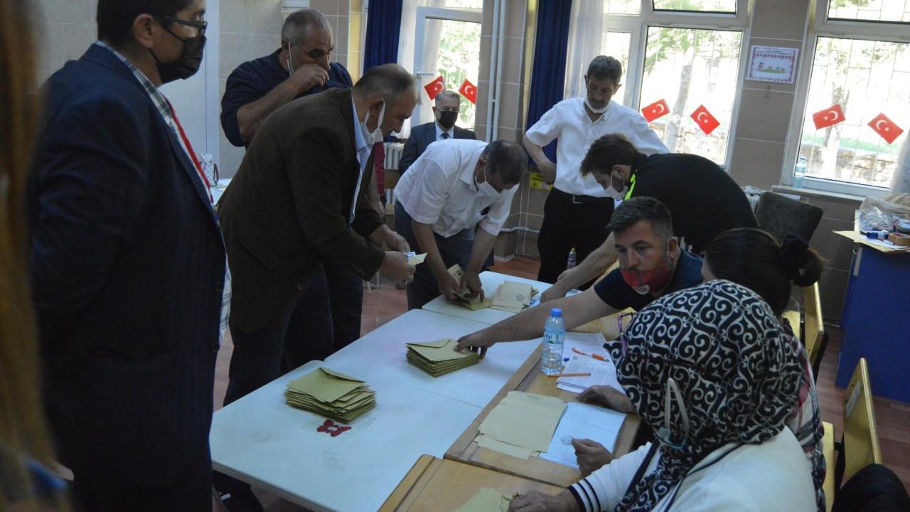 Güney beldesinde seçimi AK Parti adayı kazandı
