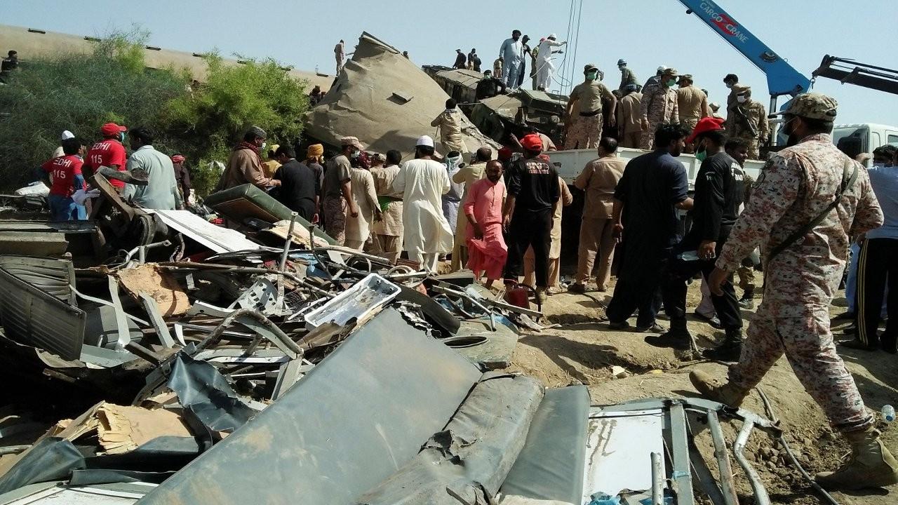 Pakistan'da tren kazası: En az 51 ölü