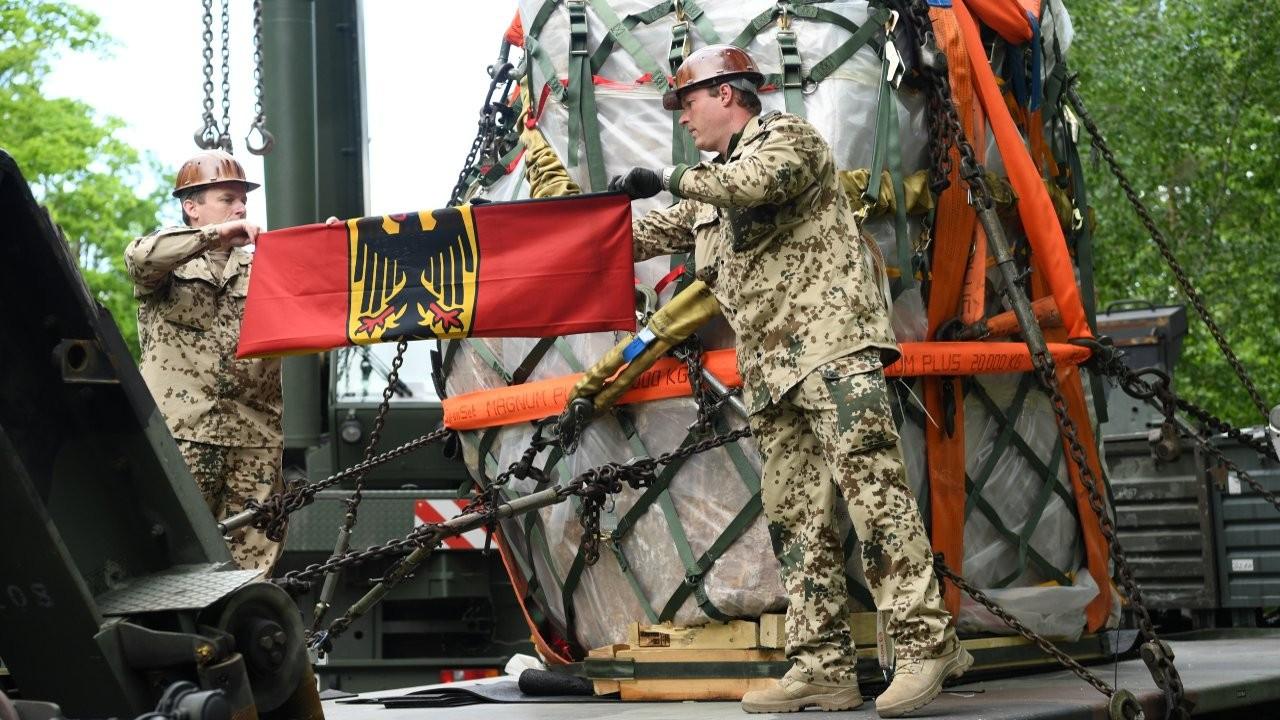 Alman askerleri Afganistan'dan 60 bin kutu bira ile çekilecek