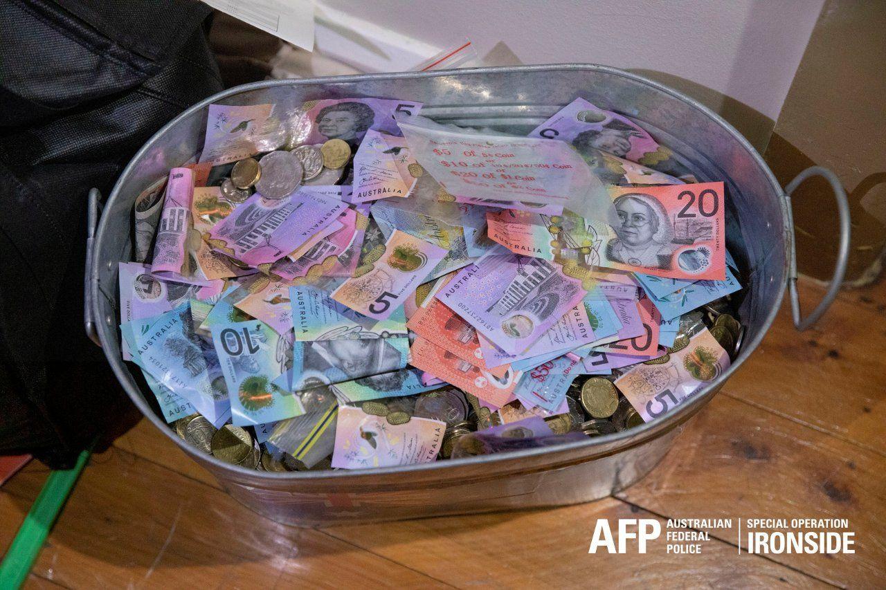 Küresel mafya operasyonunda ele geçirilen para, uyuşturucu ve silahların görüntüleri yayınlandı - Sayfa 3
