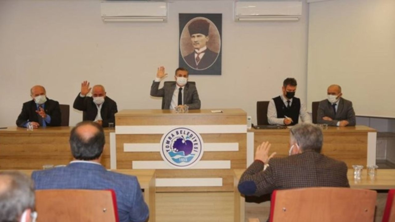 Yomra'da başkandan sonra beş meclis üyesi AK Parti'den istifa etti