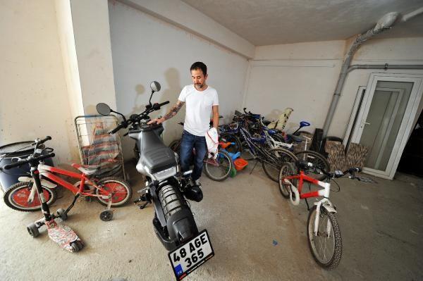 Baltalı motosiklet hırsızı kameraya yakalandı - Sayfa 4