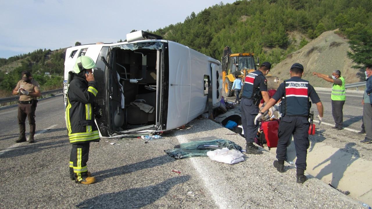 LÖSEV midibüsü kaza yaptı: 25 yaralı