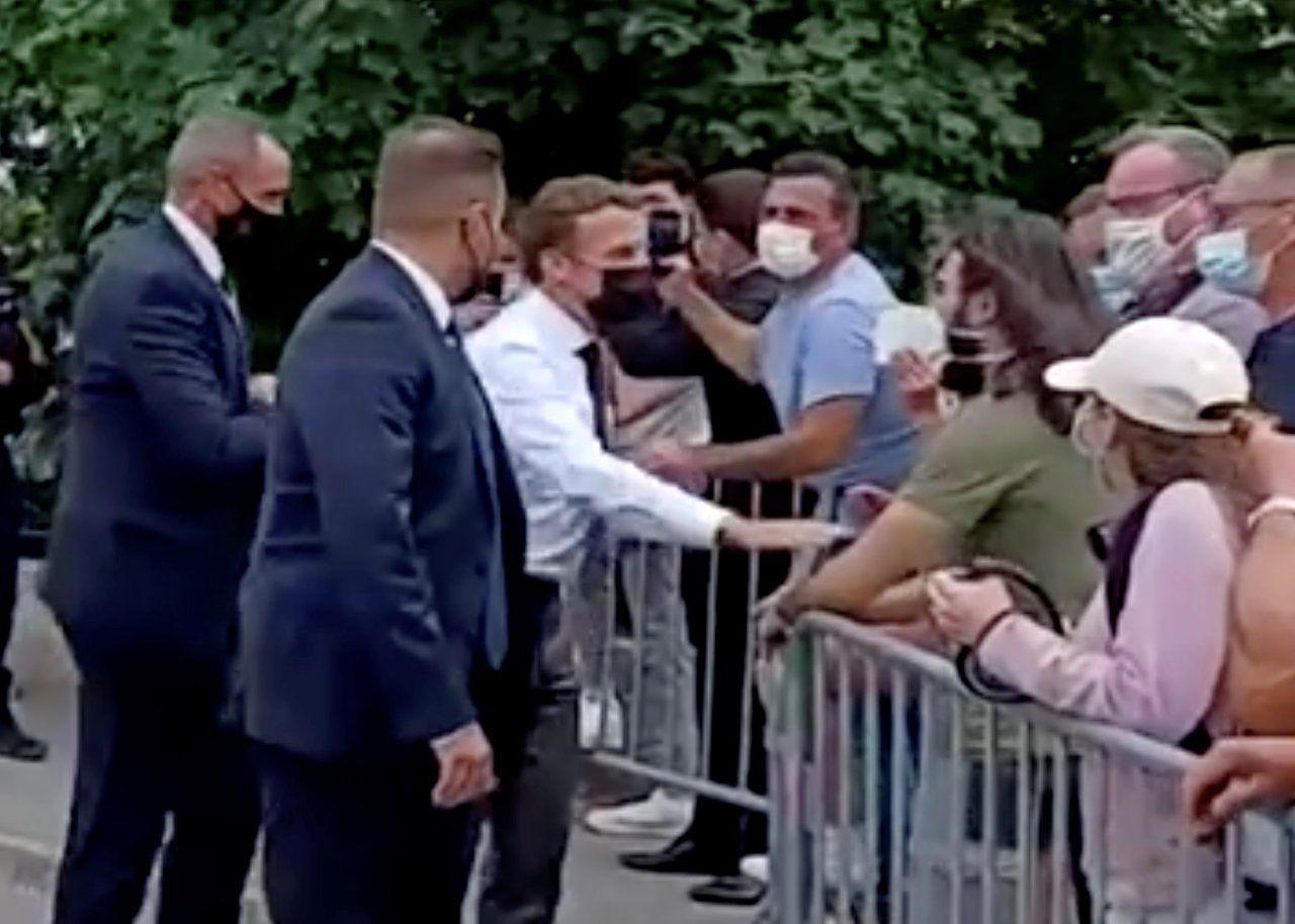 Macron'a tokat atan Damien Tarel'in evinden hem Kavgam, hem Sovyet bayrağı çıktı - Sayfa 3