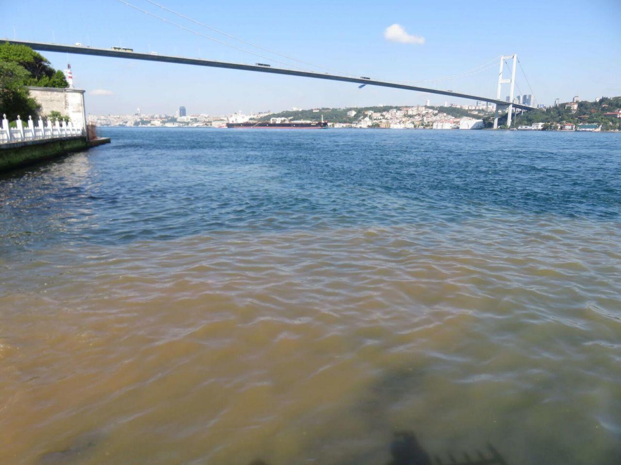 Üsküdar'dan Boğaz'a çamurlu su aktı - Sayfa 1