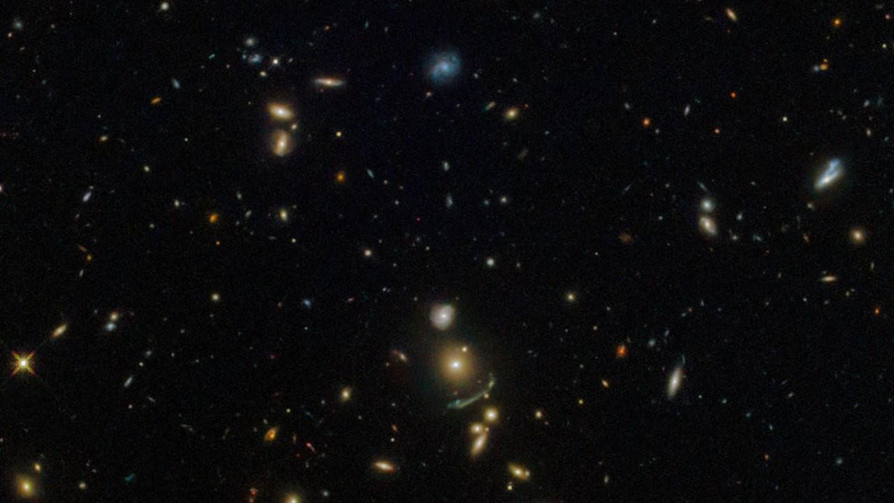 3 milyar ışık yılı uzunluğundaki galaksi, kozmolojiye meydan okuyor