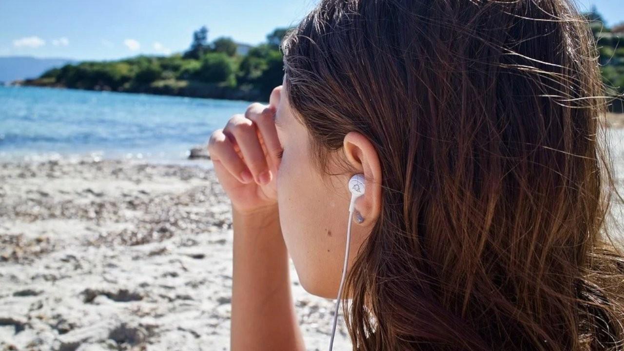 Uzmanlardan kulak içi kulaklık uyarısı: Ağrı, iltihap, duyma kaybı...