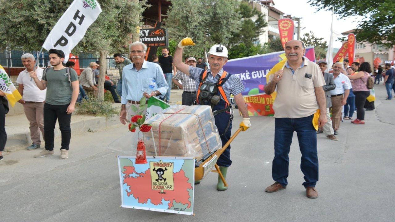 Eylemlerde yaratıcı pankartlarıyla dikkat çeken Ali Şana vefat etti