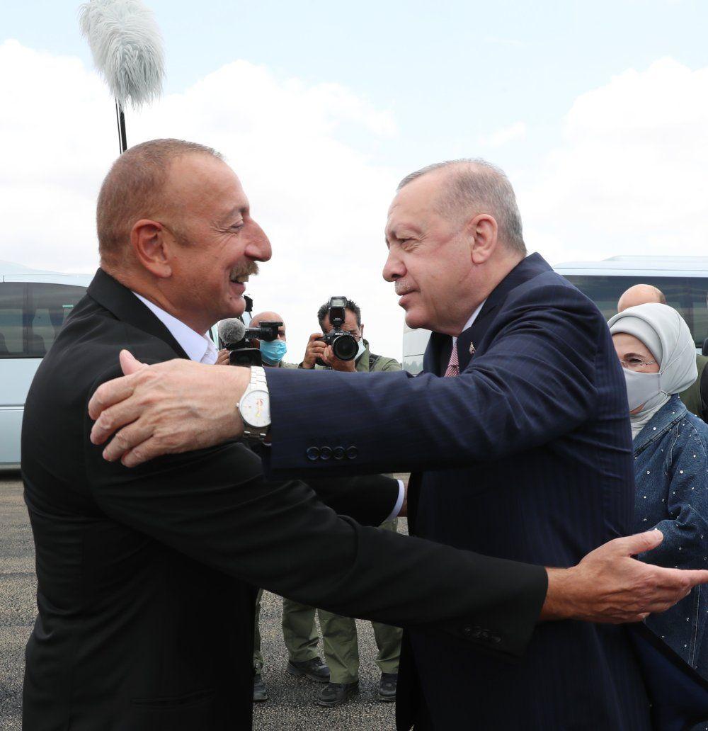 Erdoğan ile Aliyev kucaklaşıp Şuşa'ya gitti - Sayfa 1