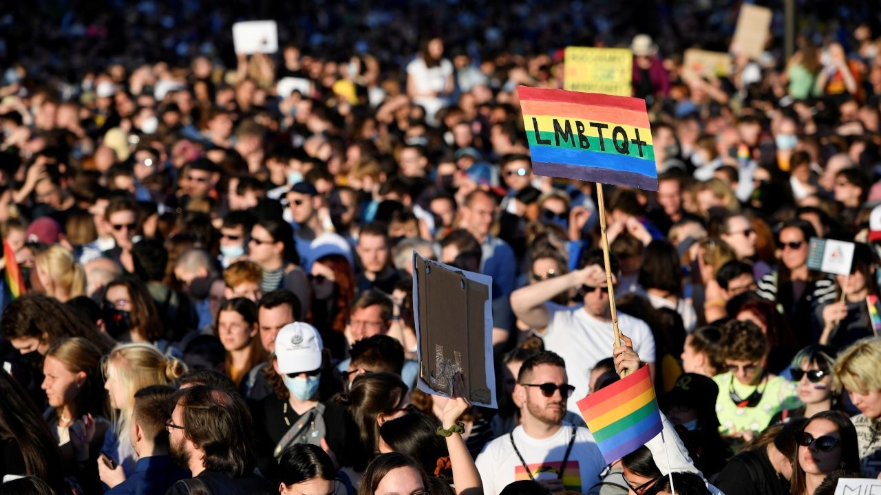 Macaristan parlamentosu LGBTİ+ karşıtı tasarıyı onayladı
