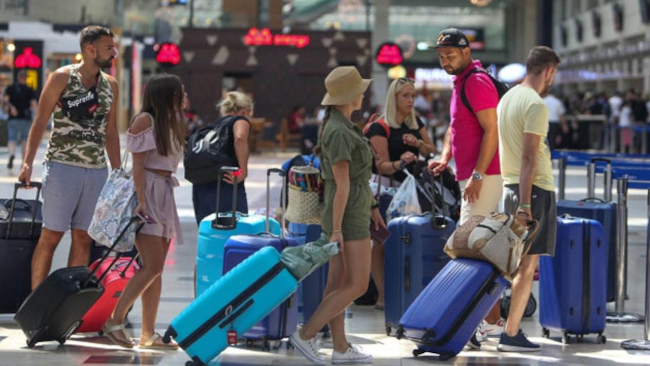 Rus turist için karar anı: Heyet Antalya'da, bakanın otelinde