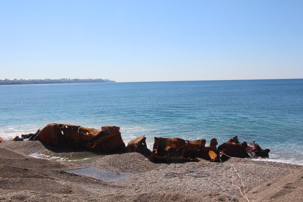 Kıyıya tehlike oluşturan 83 yıllık batık gemi karaya çıkarıldı - Sayfa 2
