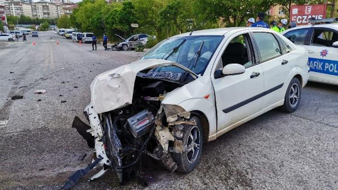 Kazada savrulan otomobil durakta bekleyen yayaya çarptı: 1 ölü