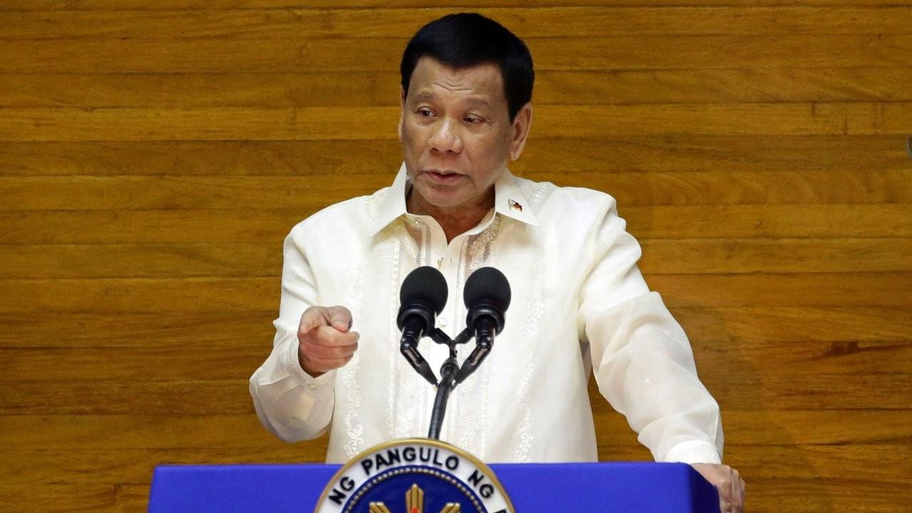 Filipinler Devlet Başkanı Duterte'den aşı olmayanlara 'hapis' tehdidi