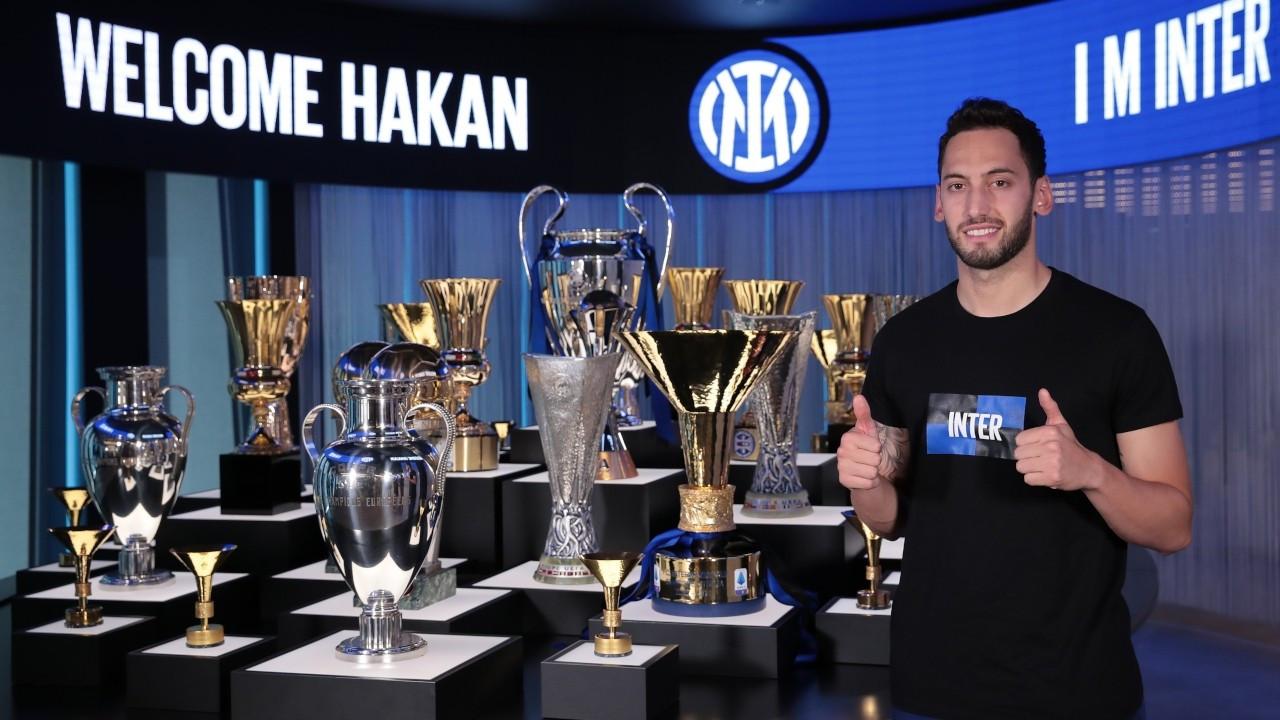 Inter, Hakan Çalhanoğlu'nu transfer etti