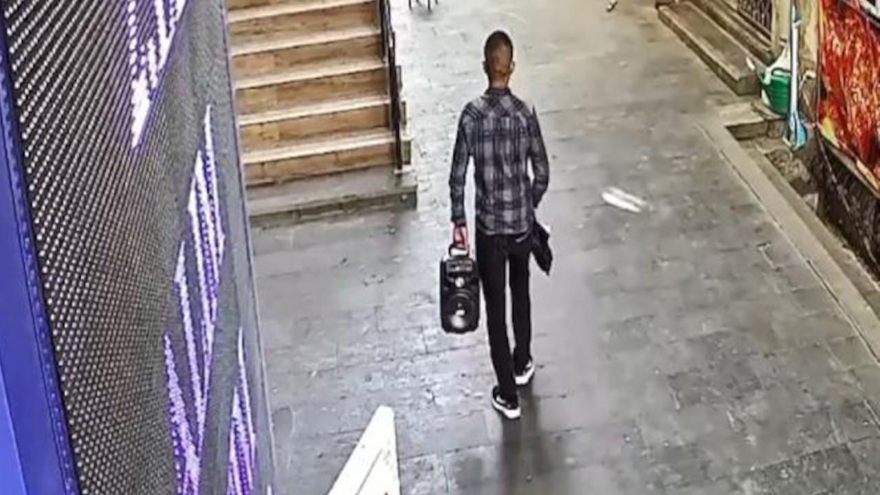 Hırsızlık yaptığı iş yerinin önünden 30 dakika sonra geçince yakalandı