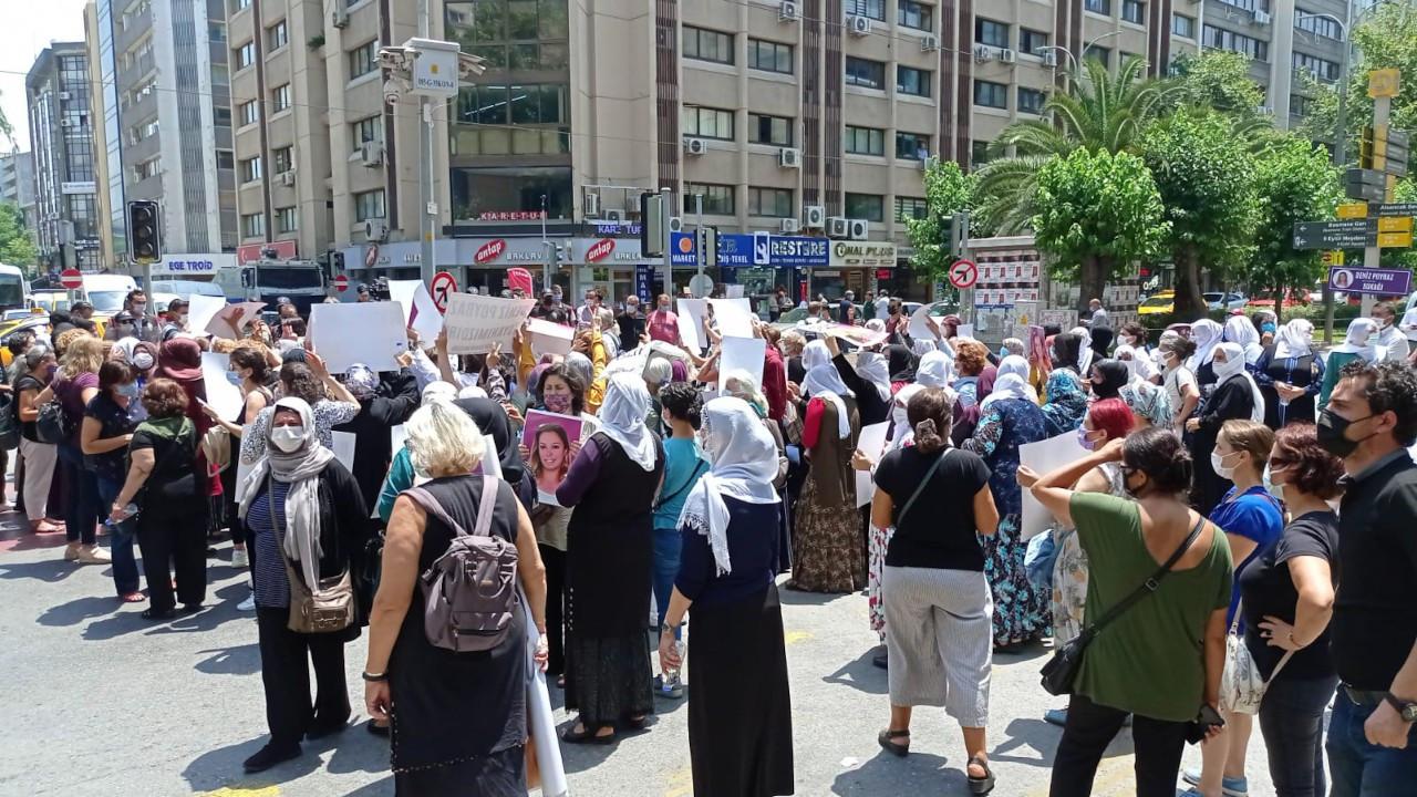 İzmir'de HDP önündeki kadınlara polis saldırısı