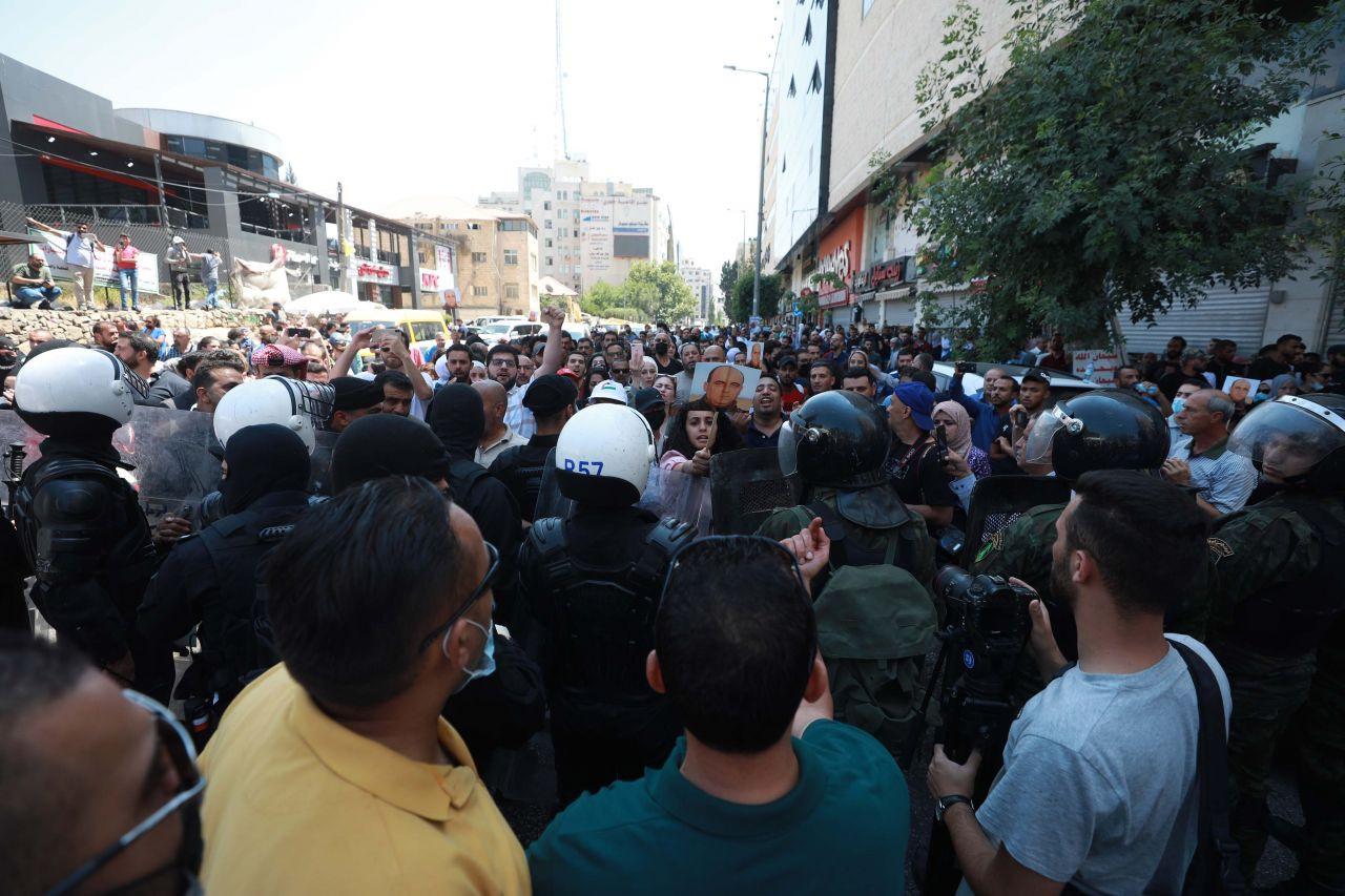 Filistin yönetimini eleştiren Nizar Benat 'dövülerek' öldürüldü - Sayfa 4