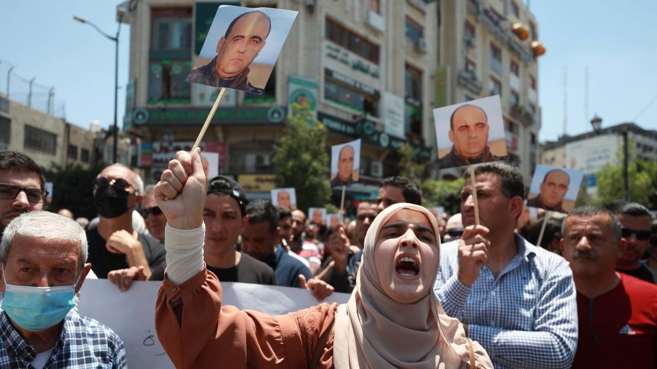 Filistin yönetimini eleştiren Nizar Benat 'dövülerek' öldürüldü