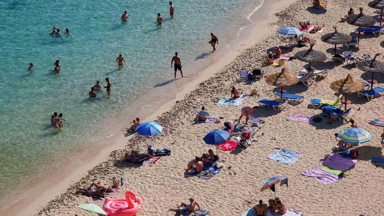 Avrupa'da 'İngiliz turist' krizi: Merkel karantina için bastırıyor