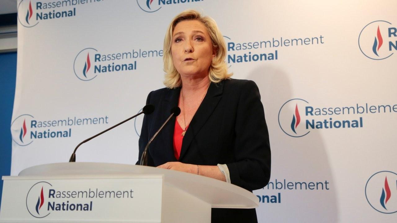 Fransa'da Macron ve Le Pen hezimete uğradı