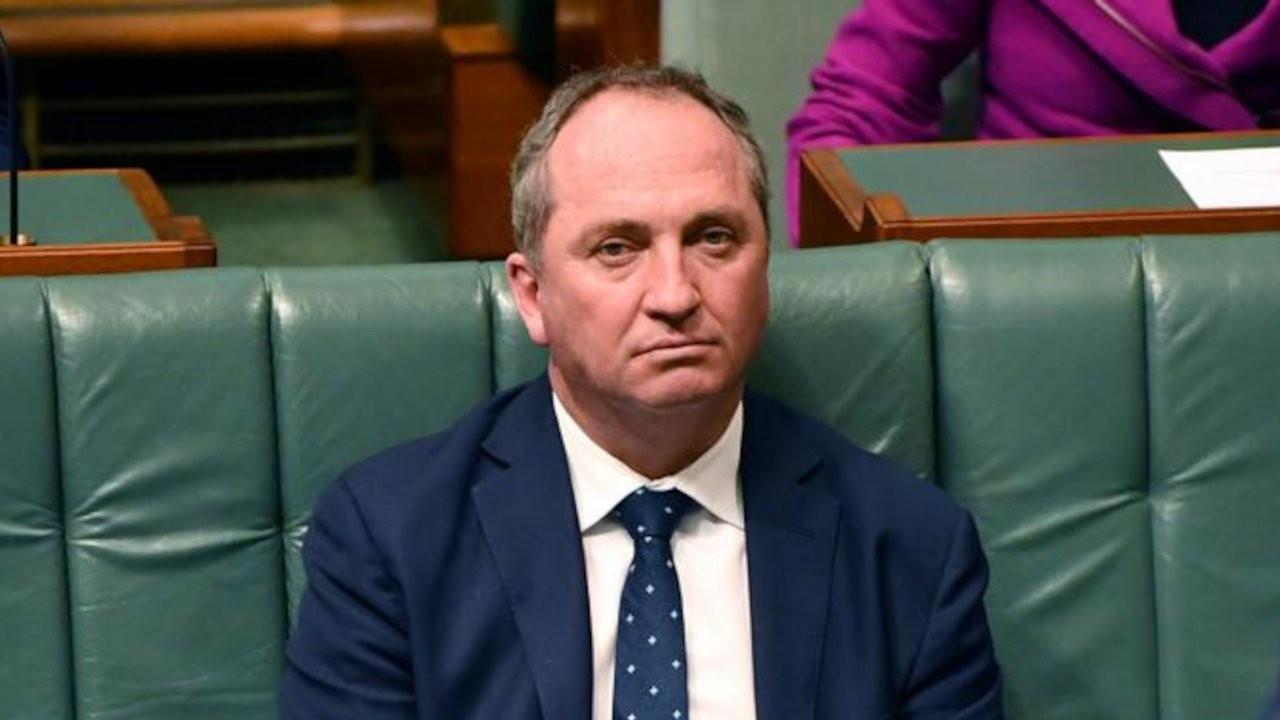 Maske takmayan Avustralya Başbakan Yardımcısı'na para cezası