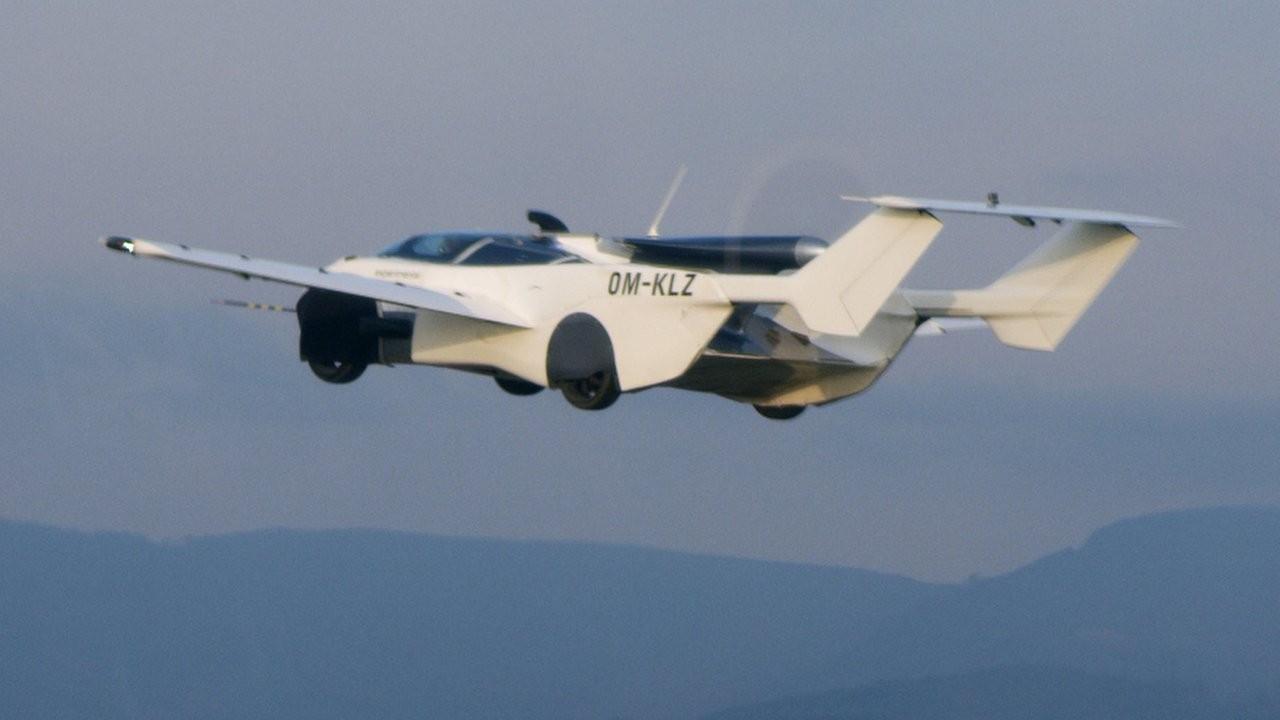 Slovakya'da uçan otomobil AirCar'dan şehirler arası test uçuşu