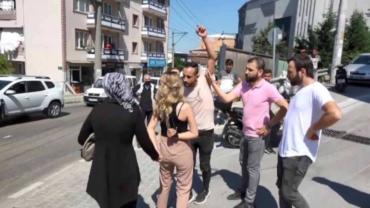 Kadına bıçaklı saldırıyı gazeteciler önledi