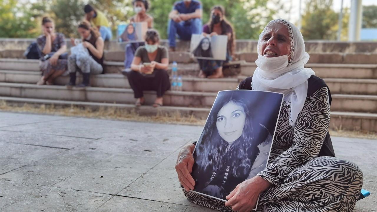 Gülistan Doku'nun ailesi adliye önünde oturma eylemi başlattı
