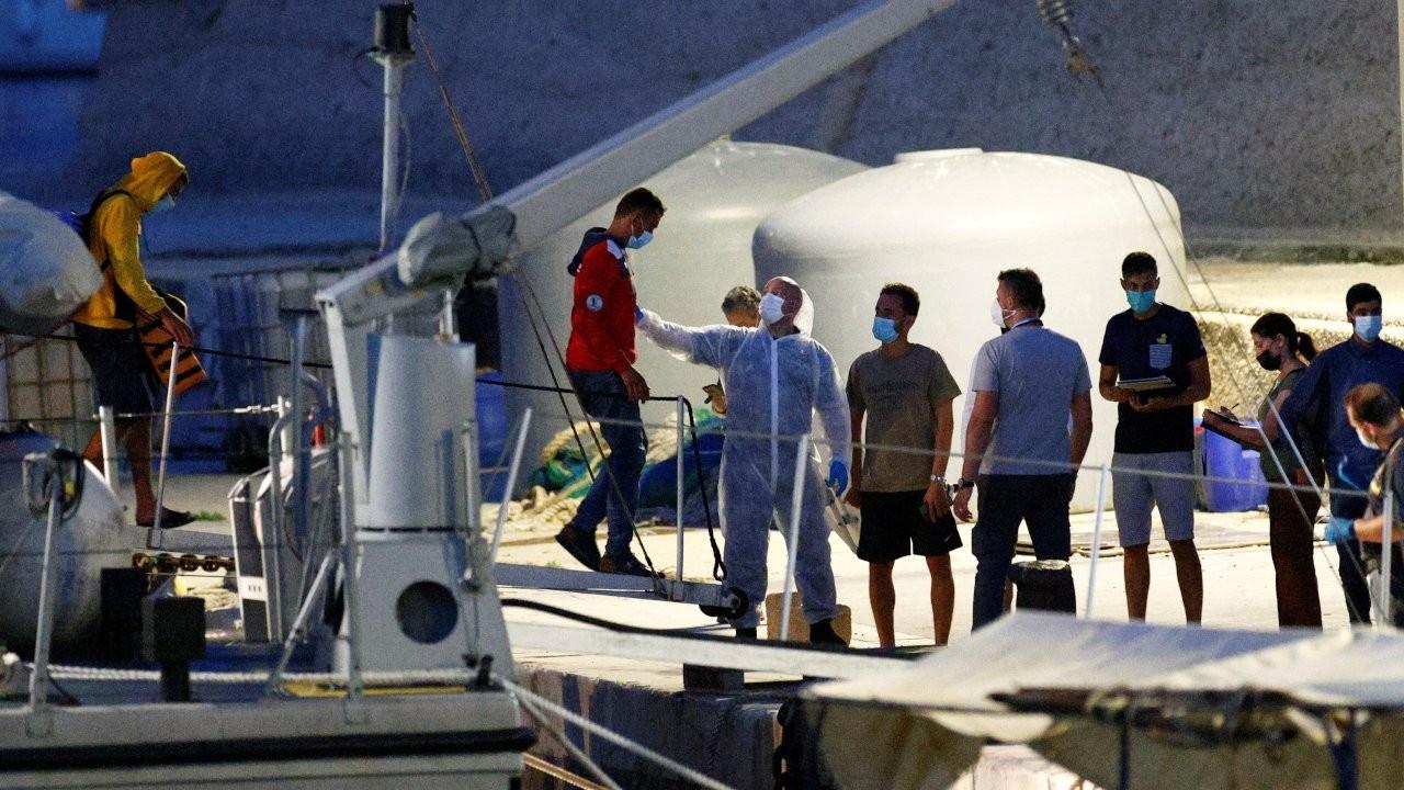 İtalya'nın Lampedusa adası açıklarında mülteci teknesi battı