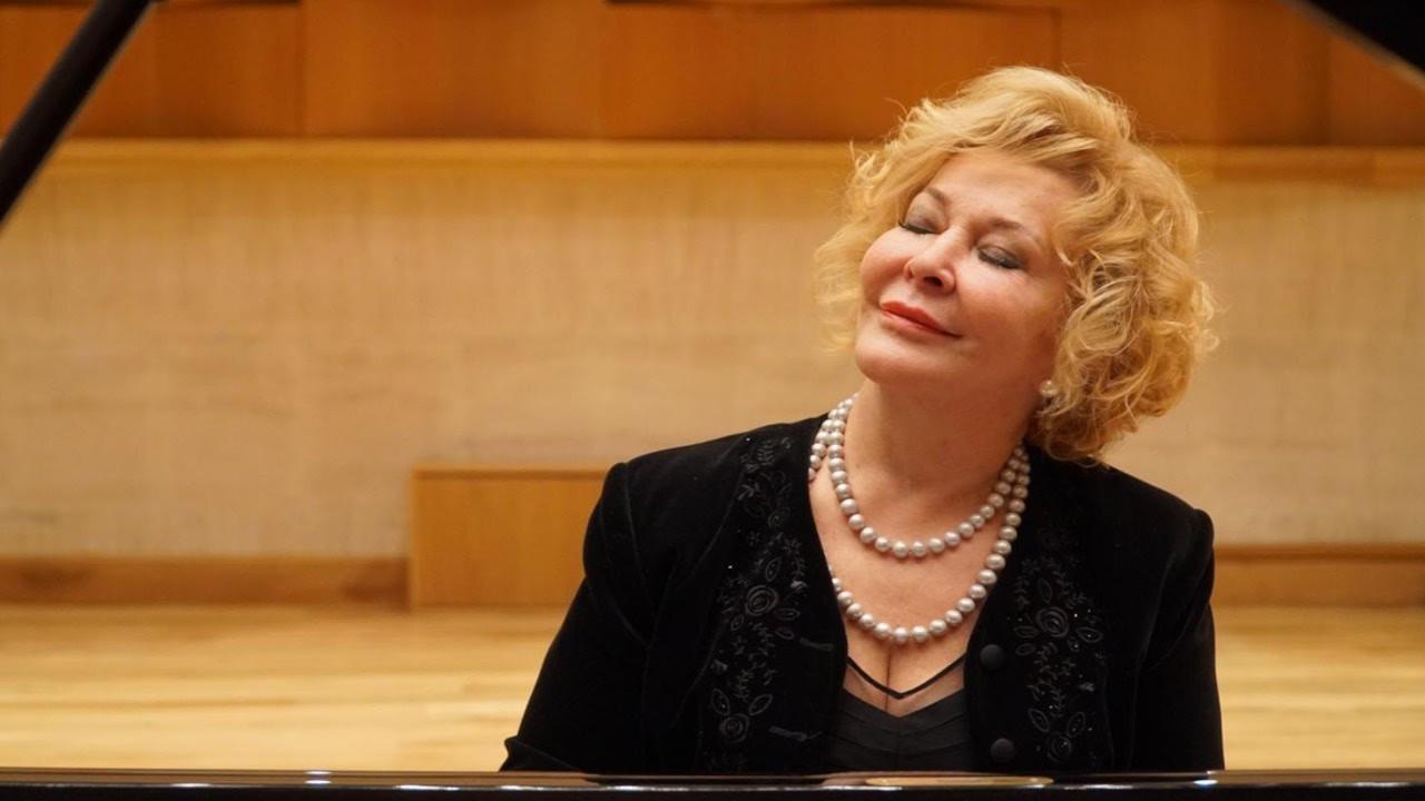 Gülsin Onay piyanosunu Bozcaada Kalesi'nde çalacak