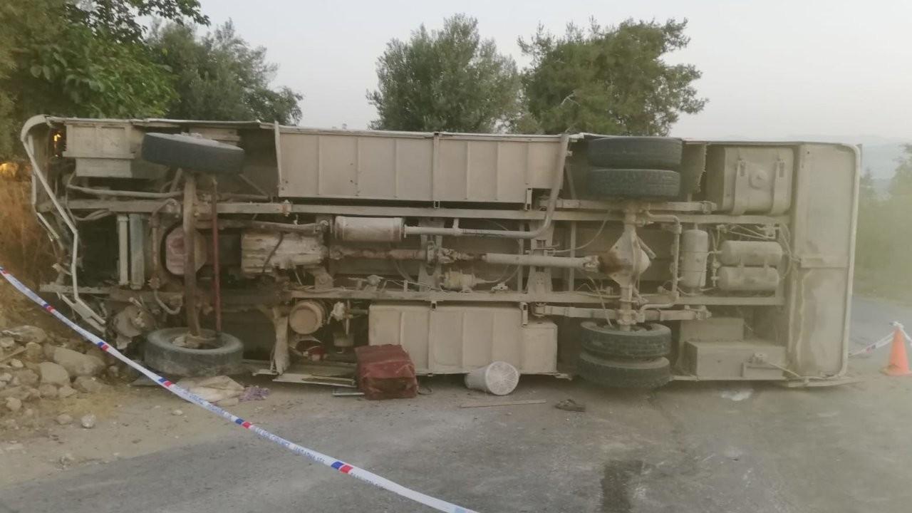Tarım işçilerini taşıyan midibüs kaza yaptı: 1 ölü, 16 yaralı